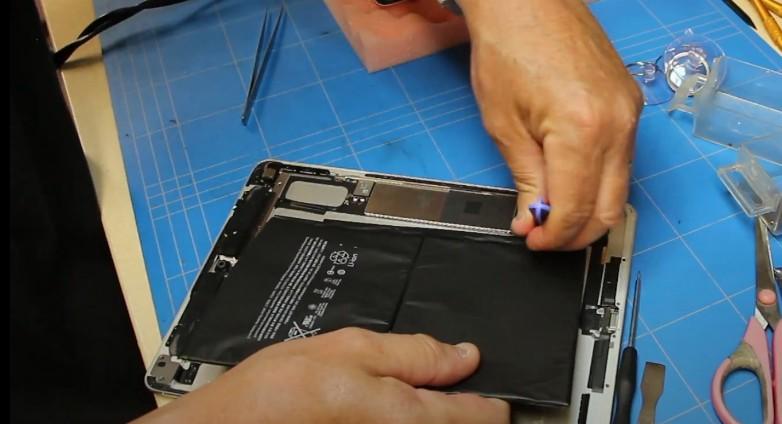 Замена батареи на iPad Air 2