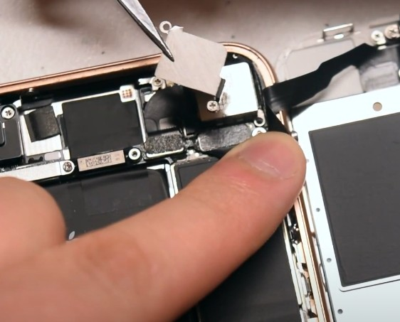 Замена задней камеры iPhone 8